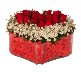 Ulus Ankara kaliteli taze ve ucuz çiçekler  Mika kalp içerisinde 9 adet kirmizi gül tanzimi