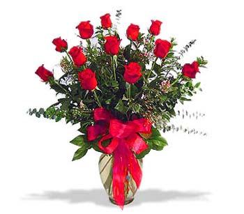 çiçek siparisi 11 adet kirmizi gül cam vazo  Ulus Ankara kaliteli taze ve ucuz çiçekler