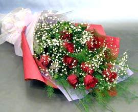 10 adet kirmizi gül çiçegi gönder  Ulus Ankara İnternetten çiçek siparişi