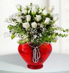 cam kalp içerisinde 12 adet beyaz gül  Ulus Ankara kaliteli taze ve ucuz çiçekler