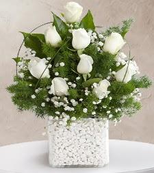 9 beyaz gül vazosu
