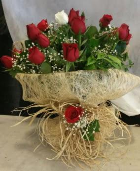 Kız isteme çiçeği 20 kırmızı 1 beyaz  Ulus Ankara anneler günü çiçek yolla