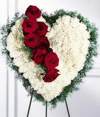 Ulus Ankara çiçek mağazası , çiçekçi adresleri  Kalp pano içerisinde güller
