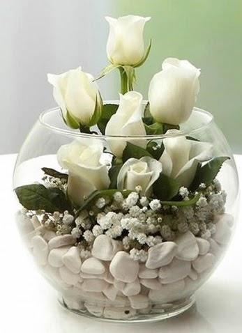 Beyaz Mutluluk 9 beyaz gül fanusta  Ulus Ankara anneler günü çiçek yolla