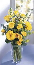 Ulus Ankara kaliteli taze ve ucuz çiçekler  sari güller ve gerbera cam yada mika vazo