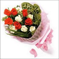 5 kirmizi 5 beyaz güllerden   Ulus Ankara kaliteli taze ve ucuz çiçekler