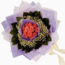 12 adet gül ve elyaflardan   Ulus Ankara 14 şubat sevgililer günü çiçek