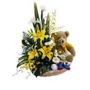 sepet içerisinde çiçekler