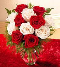 Ulus Ankara online çiçekçi , çiçek siparişi  5 adet kirmizi 5 adet beyaz gül cam vazoda