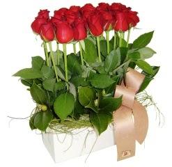 Ulus Ankara güvenli kaliteli hızlı çiçek  12 adet kirmizi güllerden sepet tanzimi