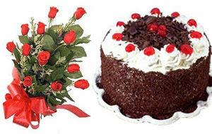 Ulus Ankara hediye sevgilime hediye çiçek  12 ADET KIRMIZI GÜL BUKET VE YASPASTA