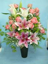 Ulus Ankara hediye sevgilime hediye çiçek  cam vazo içerisinde 21 gül 1 kazablanka
