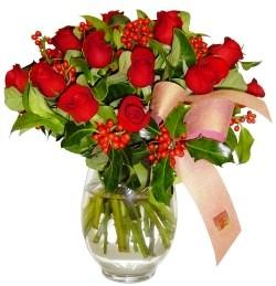 Ulus Ankara 14 şubat sevgililer günü çiçek  11 adet kirmizi gül  cam aranjman halinde