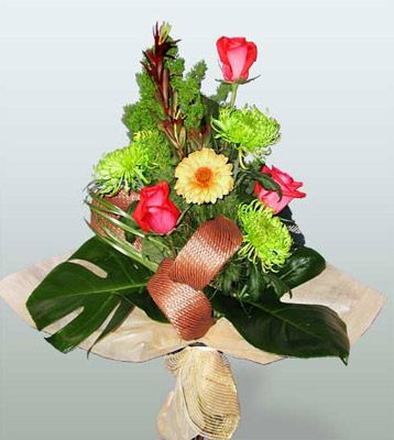 3 adet gül 4 adet gerbera çiçegi sade buket