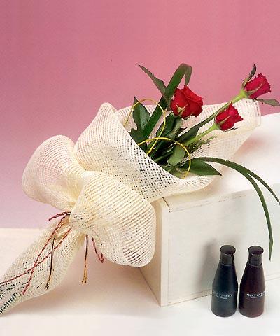 3 adet kalite gül sade ve sik halde bir tanzim  Ulus Ankara çiçek servisi , çiçekçi adresleri