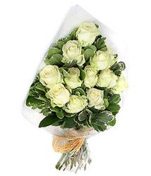 Ulus Ankara hediye çiçek yolla  12 li beyaz gül buketi.
