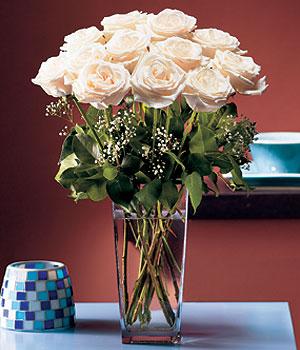 Ulus Ankara çiçek gönderme sitemiz güvenlidir  Cam yada mika vazo içerisinde 12 gül