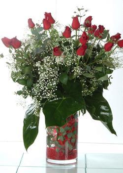 Ulus Ankara çiçek , çiçekçi , çiçekçilik  11 adet kirmizi gül ve cam yada mika vazo tanzim