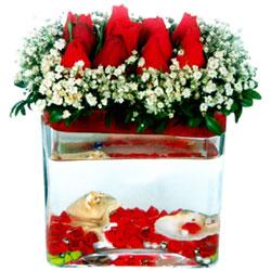 Ulus Ankara güvenli kaliteli hızlı çiçek  12 adet kirmizi gül cam yada mika vazoda