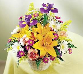 Ulus Ankara yurtiçi ve yurtdışı çiçek siparişi  Karisik mevsim çiçeklerinden sepet tanzimi