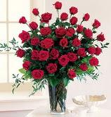 Ulus Ankara anneler günü çiçek yolla  12 adet essiz kirmizi gül demeti cam yada mika vazoda