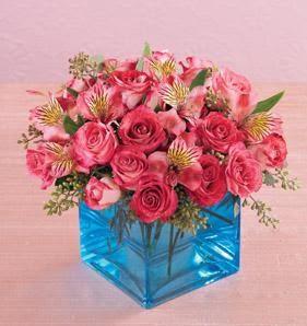 Ulus Ankara kaliteli taze ve ucuz çiçekler  13 adet kirmizi gül ve cam yada mika vazo