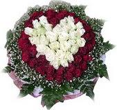 Ulus Ankara çiçekçi telefonları  27 adet kirmizi ve beyaz gül sepet içinde