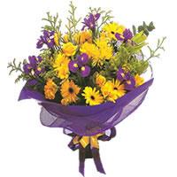 Karisik mevsim demeti karisik çiçekler