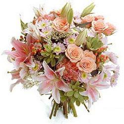 Karisik kir çiçeklerinden görsel demet