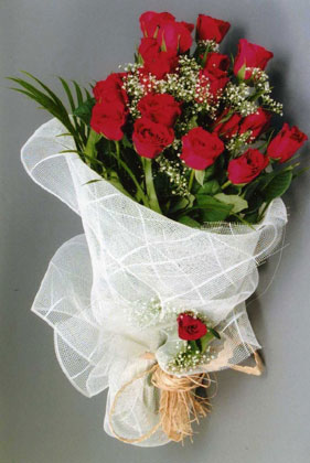 10 adet kirmizi güllerden buket çiçegi  Ulus Ankara ucuz çiçek gönder