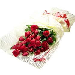 Çiçek gönderme 13 adet kirmizi gül buketi