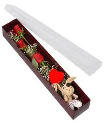 kutu içerisinde 3 adet gül ve oyuncak  Ulus Ankara yurtiçi ve yurtdışı çiçek siparişi