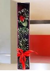 kutu içinde tek kirmizi gül  Ulus Ankara çiçek yolla