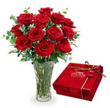 Ulus Ankara 14 şubat sevgililer günü çiçek  10 adet cam yada mika vazoda gül çikolata