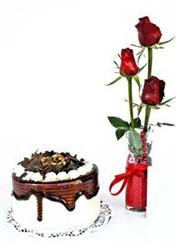 Ulus Ankara çiçek mağazası , çiçekçi adresleri  vazoda 3 adet kirmizi gül ve yaspasta