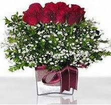 Ulus Ankara hediye sevgilime hediye çiçek  mika yada cam vazo içerisinde 7 adet gül