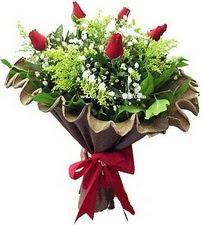 Ulus Ankara kaliteli taze ve ucuz çiçekler  5 adet kirmizi gül buketi demeti
