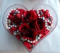 Ulus Ankara güvenli kaliteli hızlı çiçek  mika kalp içerisinde 3 adet gül ve taslar