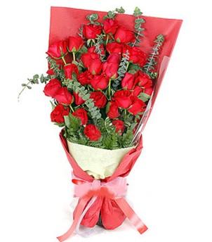 37 adet kırmızı güllerden buket