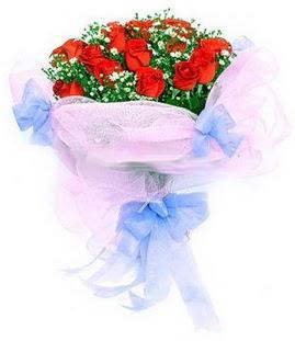 Ulus Ankara anneler günü çiçek yolla  11 adet kırmızı güllerden buket modeli