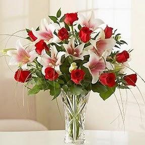 Ulus Ankara çiçekçi telefonları  12 adet kırmızı gül 1 dal kazablanka çiçeği