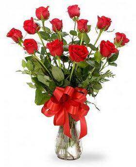 12 adet kırmızı güllerden vazo tanzimi