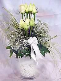 Ulus Ankara kaliteli taze ve ucuz çiçekler  9 adet vazoda beyaz gül - sevdiklerinize çiçek seçimi