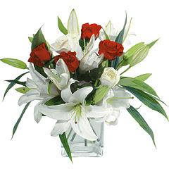vazo içerisinde 4 gül 1 adet kazablanka  Ulus Ankara kaliteli taze ve ucuz çiçekler