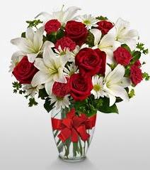Eşsiz vazo tanzimi güller kazablankalar  Ulus Ankara kaliteli taze ve ucuz çiçekler