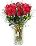 27 adet vazo içerisinde kırmızı gül