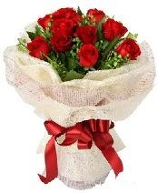 12 adet kırmızı gül buketi  Ulus Ankara İnternetten çiçek siparişi