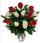 Vazo içerisinde 6 kırmızı 6 beyaz gül