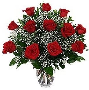 Ulus Ankara 14 şubat sevgililer günü çiçek  12 adet kırmızı gülden vazo tanzimi