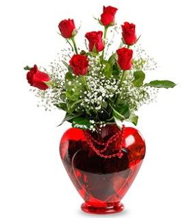 Kalp cam içinde 7 adet kırmızı gül  Ulus Ankara anneler günü çiçek yolla